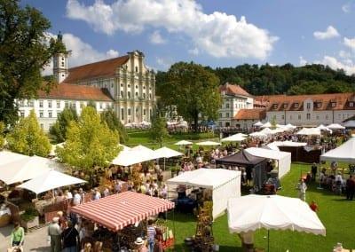 Die Aussenanlage des Veranstaltungsforum fürstenfeld im Klosterareal Fürstenfeldbruck
