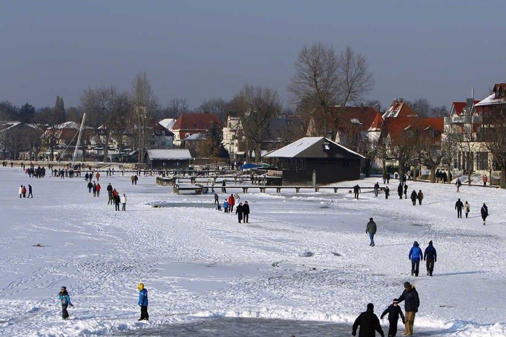 der gefrorene Ammersee im Winter