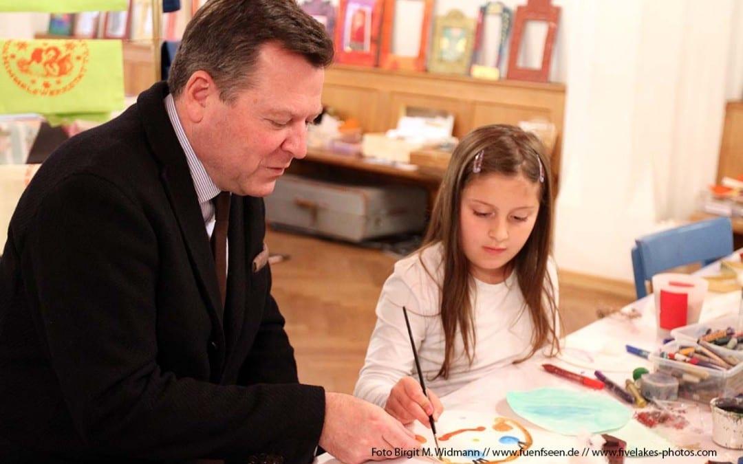 Die Himmelswerkstatt auf dem Münchner Adventsmarkt. Kreativprogramm für Kinder bis 12 Jahre.