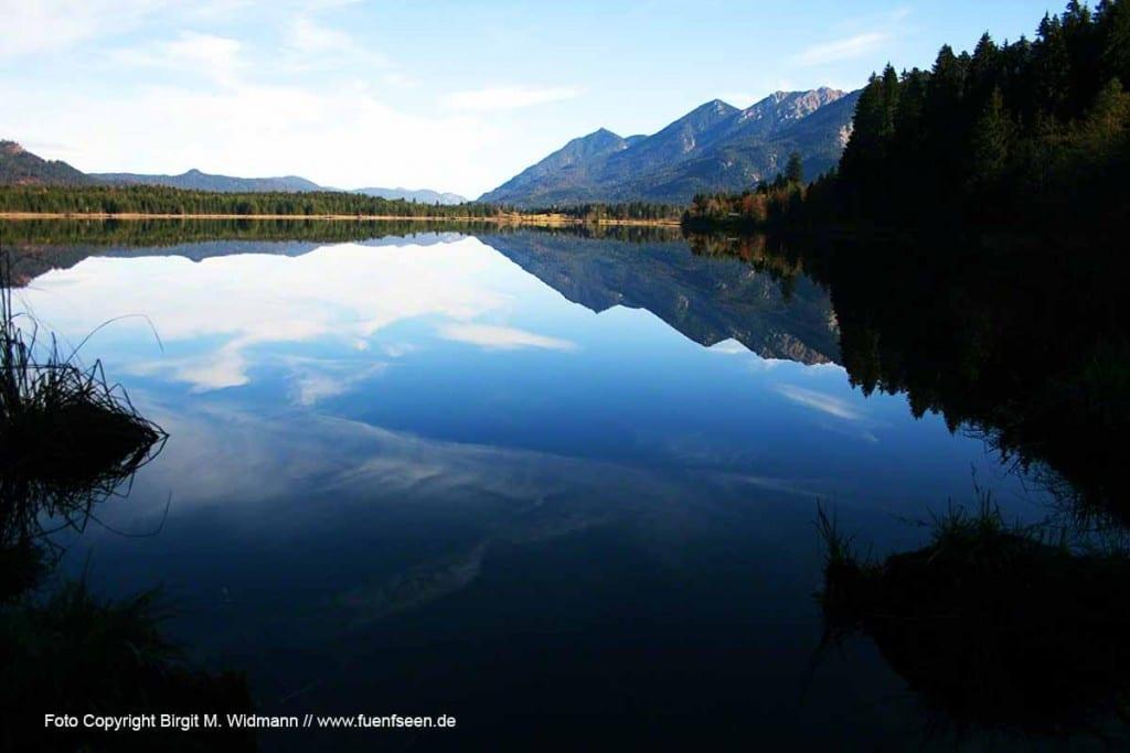 Der Barmsee im Garmischer Land ist ein Naturidyll