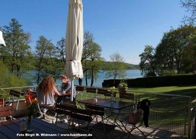 strandbad pilsensee terrasse mit Blick auf den bayerischen See.