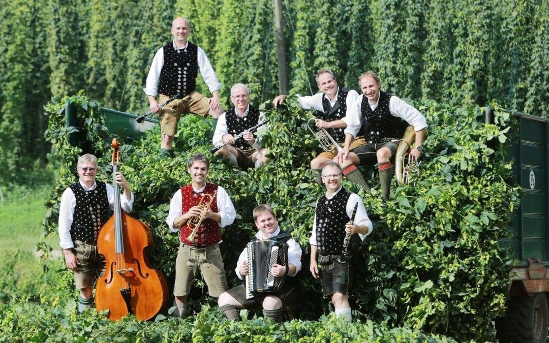 Traditioneller Stefanitanz mit den Dellnhauser Musikanten