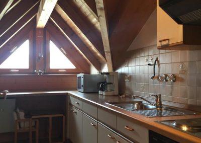 Küche in der Ferienwohnung Dachgeschoss Pension am See Wörthsee