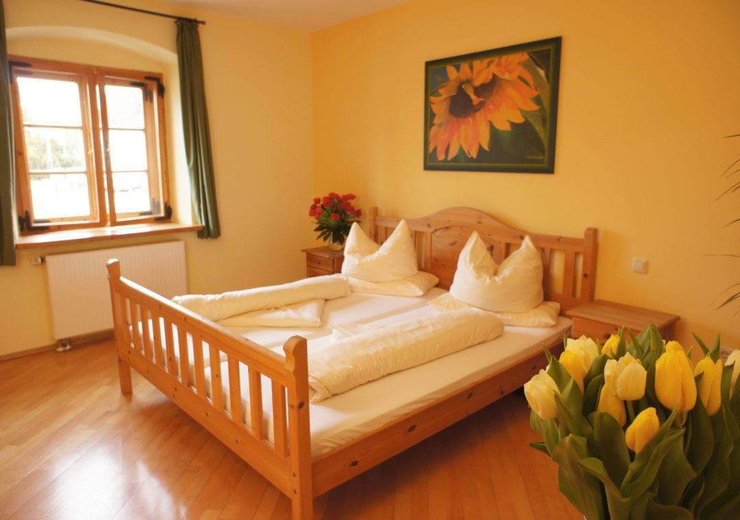 Hotelzimmer Sonnenblume im Hotel Gasthof zur Post in Herrsching am Ammersee im Fünfseenland, Bayern