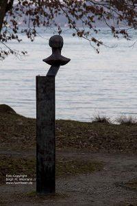 Am Starnberger See mit der Sisi Statue