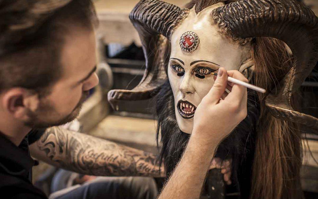 Maskenschnitzer Timm Buckley