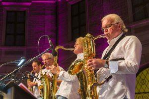 Bigband Fink & Steinbach Open Air Konzert im Brunnenhof München