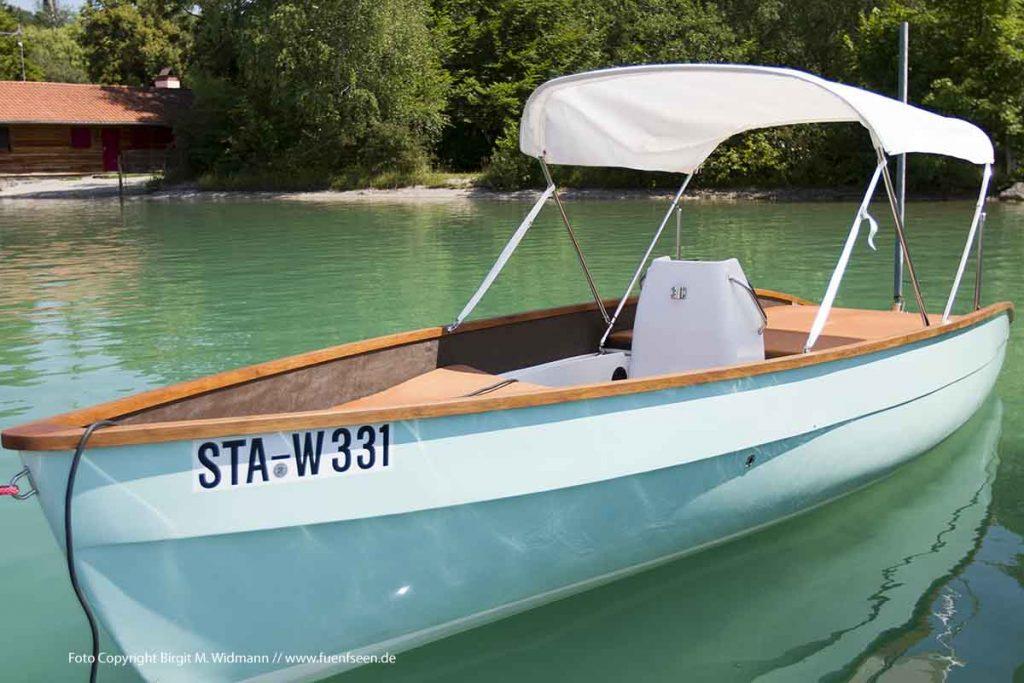 Das neue Elektroboot bei der Segelschule Wörthsee
