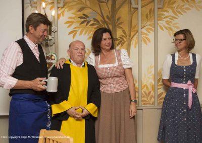 """Frau Ilse Aigner mit den Machern der """"Schönheitskönigin"""