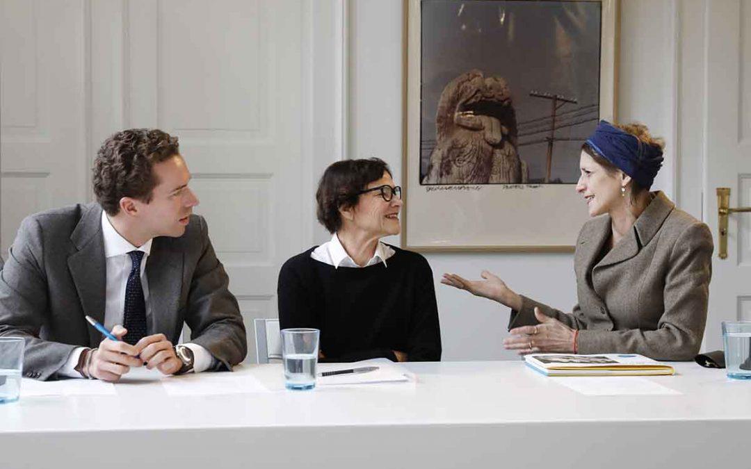 """Alexander Tutsek-Stiftung unterstützt die Pinakothek der Moderne """"The Brown Sisters"""""""