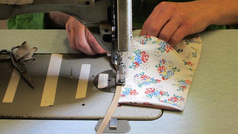 Kulturinstitutionen unterstützen Altenheime – Kostüm und Mundschutz